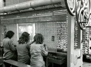 Historie van Moordrecht: KVT-weverij in Moordrecht in 1948 (foto Wiel van der Randen)