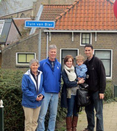 Historie van Moordrecht: Jennifer (Boer) Langley bezoekt voormalige locatie tuin van Johannes Bier.