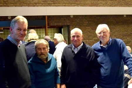 Ledenavond 2016 met presentatie van Pim Steenbergen over turfwinning in de Zuidplas. V.l.n.r. HVM-secretaris Eef Oosterwijk, Kees Verkaik, Piet van 't Hoog en Pim Steenberen.