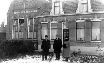 Historische Vereniging Moordrecht - Moerdregt januari 2017 - Meester Goedhart - School met den Bijbel.