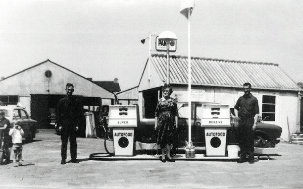 Cor van Gennep: het Autofood-tankstation aan het Oosteinde.