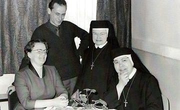 Rooms Katholieke School: juffrouw Thorborg, meester Remken, zuster Tarsicio en Zuster Bernarda.