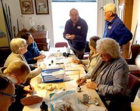 Historische Vereniging Moordrecht: vrijwilligers documenteren archeologische vondsten voor NL Doet.