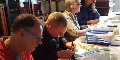 Historische Vereniging Moordrecht: vrijwilligers documenteren archeologische vondsten voor NL Doet