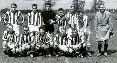 Voetbal Vereniging Moordrecht: kampioenselftal van Moordrecht 2 in 1961-1962.