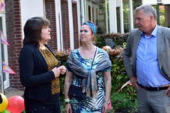 Expositie Moordrechtse sportverenigingen: Marijke Edel, Cora Schensema en Daan de Haas.