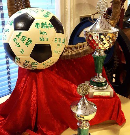 Expositie over Moordrechtse sportverenigingen: items van korfbalvereniging IJsselvolgels.