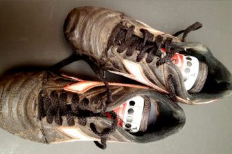Te zien tijdens de expositie over Moordrechtse sportverenigingen: de voetbalschoenen van Memphis.
