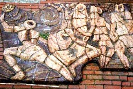 Historische Vereniging Moordrecht: beeldentuin Drost IJsermanpark - relief Marian Gobius Sint Jozefschool
