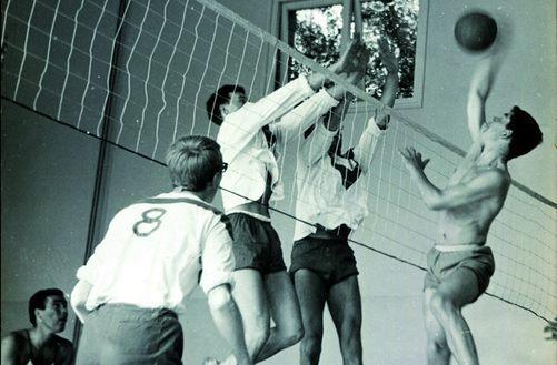 Moordrechtse Volleybal Club (MVC) in de jaren '60.
