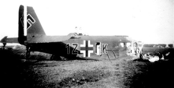 Op 10 mei 1940 crashte een Duits vliegtuig achter de boerderij van Bikker, tegenover die van Van Velzen.