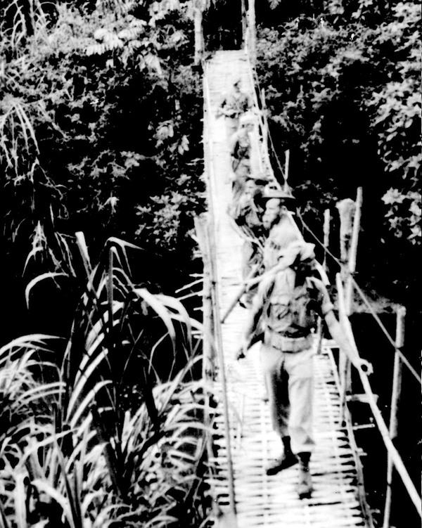 Indiëganger Cees van Gameren op patrouille in Noord-Sumatra in voormalig Nederlands-Indië.