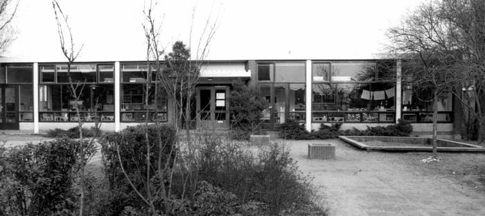 De voormalige Nutskleuterschool aan de Sluislaan. Op deze plek staat nu winkelcentrum De Smidse.