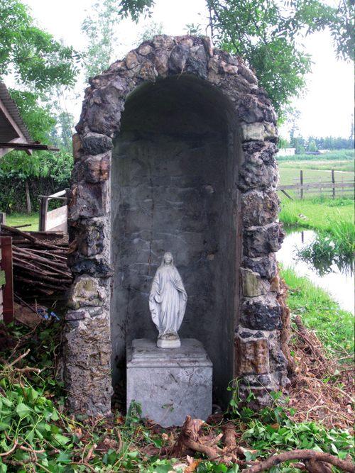 Moordrecht - Mariagrot - Lourdesgrot Sint Johannes Onthoofding, op zoek naar de zg. Mariagrot. De tuin ligt achter het huidige activiteitencentrum De Schakel van Gemiva-SVG Groep