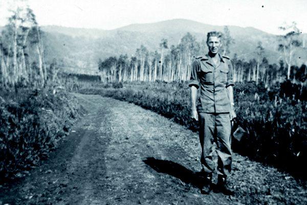 Moordrechtse Indiëgangers: instructeur Cor Kasbergen op Java.