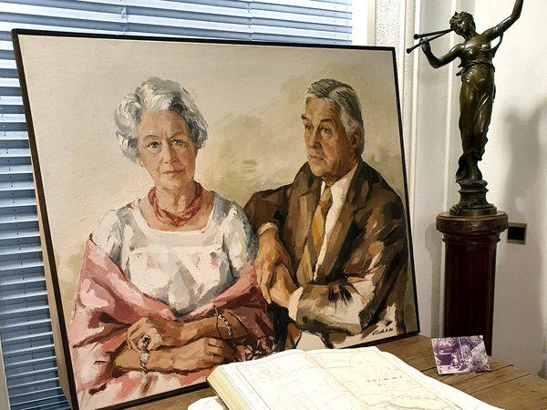 Schilderij Johannes en Wilhelmina Schuddebeurs uit Moordrecht, geschilderd door Carla Rodenburg.nes Schuddebeurs was technisch hoofdambtenaar van het Hoogheemraadschap Schieland en de Krimpenerwaard en schreef boeken over de Zuidplaspolder.